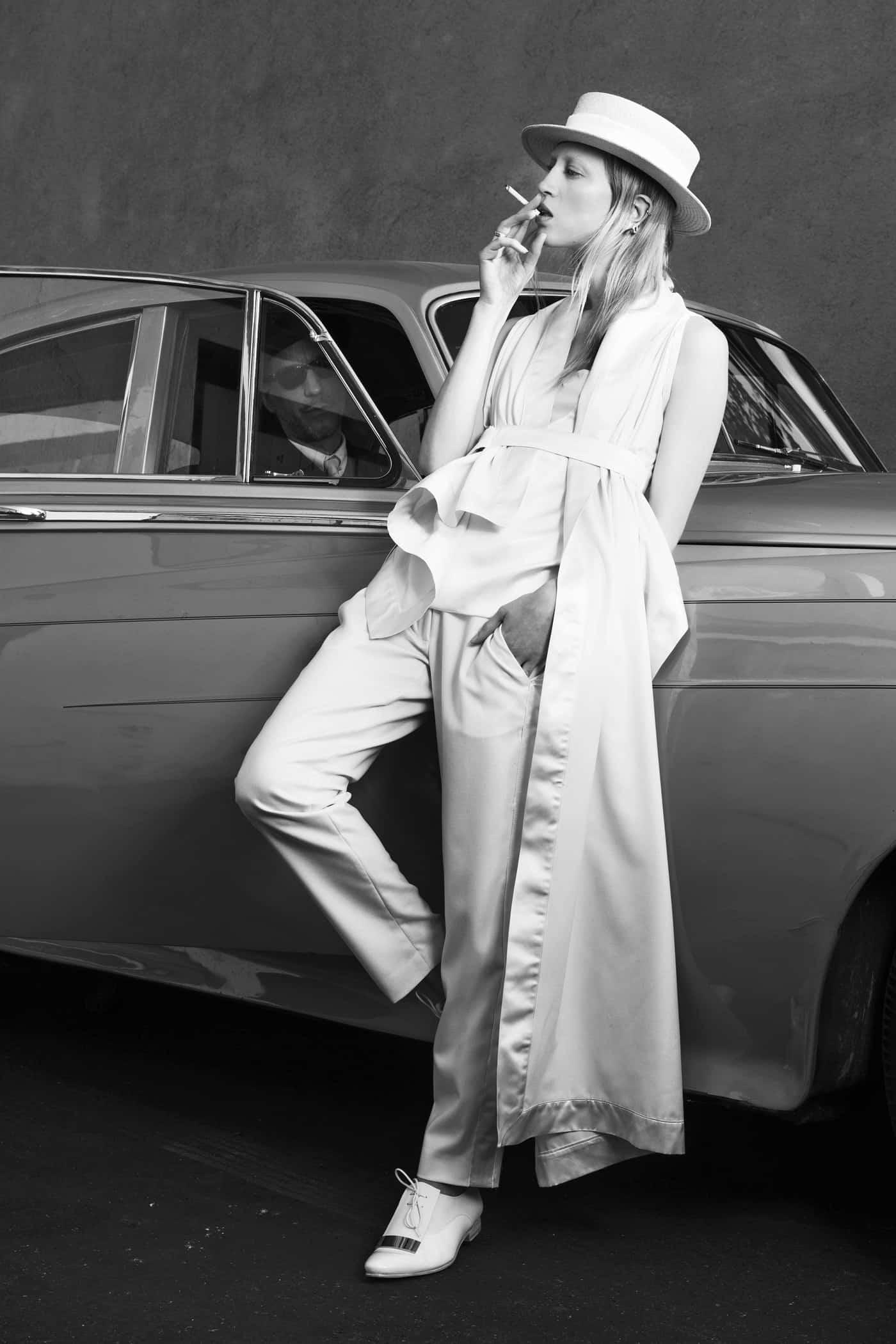Cigarette & Shadow - schmale Hose mit Smokingstreifen und Schal.