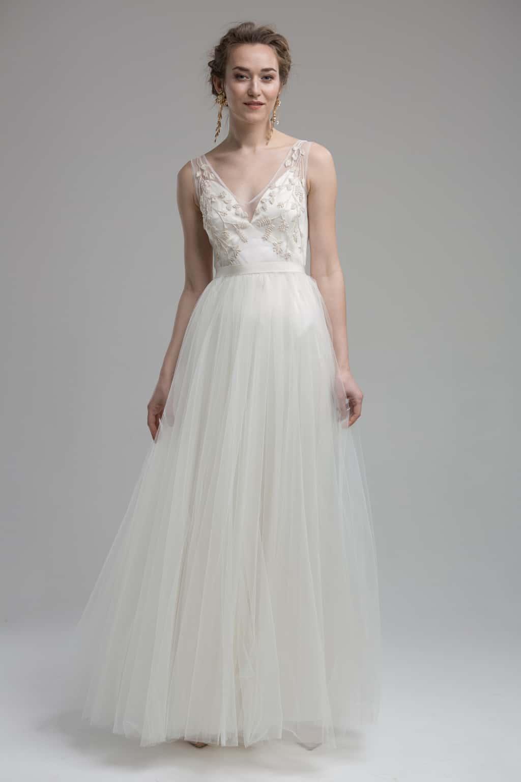 Lille - romantisches 2in1 Brautkleid aus weichem Tüll und mit filigraner Handstickerei.