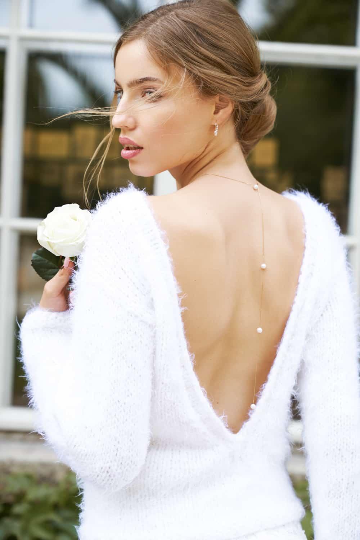 Cozy Rosie - Super softer Braut-Pullover mit tiefem Rücken- V-Ausschnitt und langem Arm.