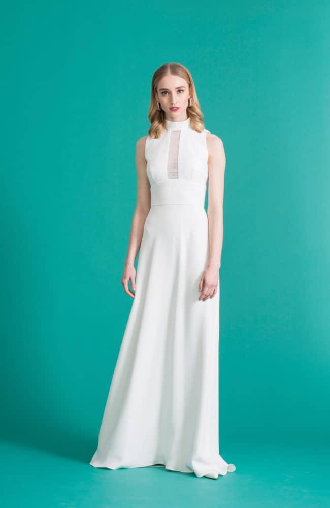 Freida - Seiden Brautkleid mit hohem Kragen und kleiner Schleppe