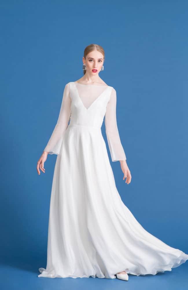 Juno - Seiden Brautkleid mit luftigen Ärmeln und langer Schleppe