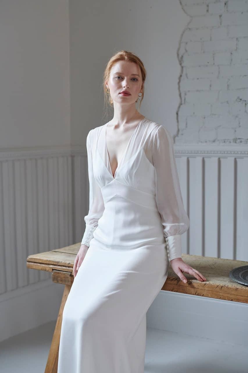 Brautkleid Pearl - zartes Brautkleid aus Seide mit langen Ärmeln von Andrea Hawkes
